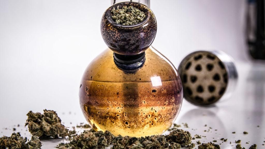 8 astuces pour fumer du cannabis de façon discrète