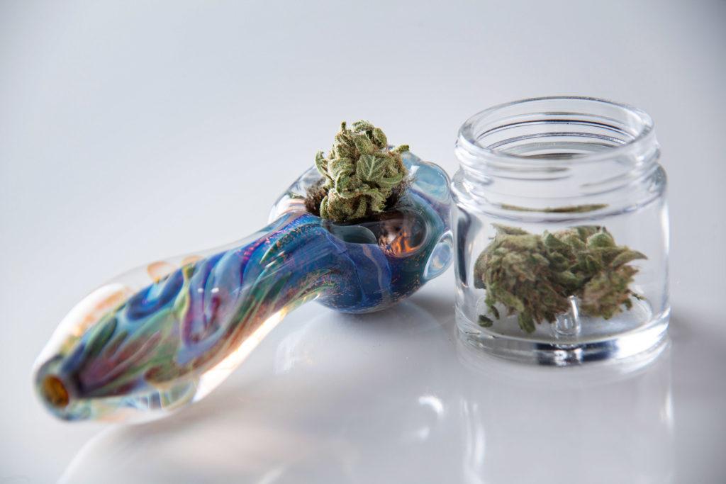 Verschiedene Rauch-Methoden – verändern sie das high-Sein? - WeedSeedShop